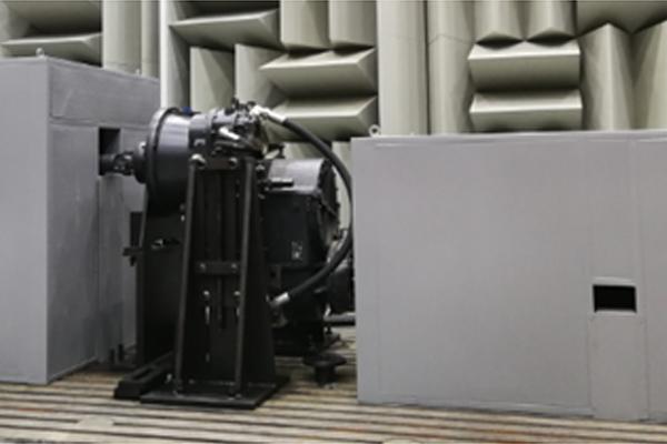 半消音室內全液壓驅動加載傳動件噪聲測試臺